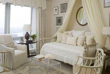 Day bed decor / by Raquel Benito de Jimenez