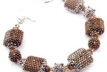 juwelen peyote / by Inja Deckx