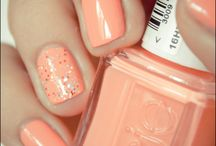 Nails / Designs that catch my eye & want to try! / by Sarah Melloul