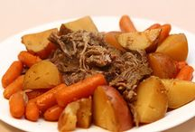 Crockpot Dinners / by Heather Meatte