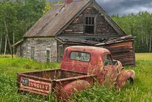 Barns / by Janet Plank