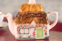 Dolls' house kitchen / Dollhouse kitchen items in miniature from The Dolls House Emporium / by Dolls House Emporium