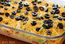 Weight Watchers Skinny Taco Dip / by Deborah Cantilena
