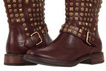 Shoe's / by Lori Franco