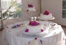 Wedding Cakes & Flowers / by Karen Lopes