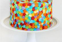 pretty cakes / by Tracey Townsend