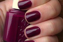 nails / by Courtney Waye