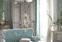 Vintage Chic Decor / by Rebecca Creamer