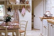Kitchens / by Bente Gylterud
