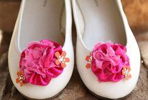 "Say ""I Do"" to a DIY Wedding / by ILoveto Create"