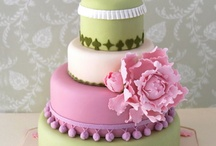 Cakes & Cup Cakes / by Yvonne Chitwood