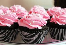 Funky Cakes / by Kanauhea Wessels