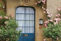 Welcoming front doors / by Thea Rossouw