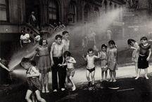 Weegee  Arthur Fellig / Weegee es el seudónimo de Arthur Fellig ( nacido en 1899 en Zolochiv, hoy perteneciente a Ucrania, y fallecido en 1968), un fotógrafo de noticias especializado en documentar el ambiente callejero de Nueva York mediante sus desgarradoras fotografías en blanco y negro. Las fotografías de Weegee mostraban escenas de crímenes, víctimas de accidentes de tráfico ensangrentadas o playas urbanas abarrotadas. / by Tienda Costa Rica