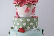 Food - Cakes & Cupcakes / by Tara Kraus