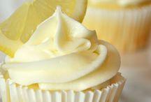 cupcakes / by Lourdes Cal