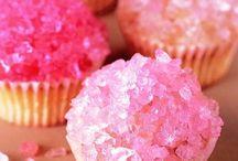 Cupcakes / by IlaMarie Christensen