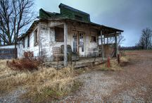 forlorn / abandoned architecture spooky houses haunted graveyards / by Amy Chrisman awoolgatherer