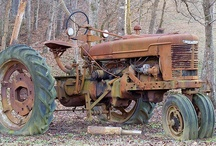 ARTS OLD TRACTORS / by Dyana Beek