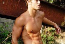 Hot guys / by Ricco Ramos
