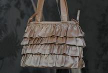 Handy Handbags / by Roisin Gormley-Young