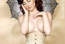 Burlesque & pin-ups... / by P'tite Narwen
