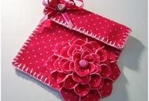 Flores de Tecidos / by Tania Fornas