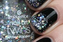 Nails :) / by Chelsy May Craig
