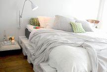 Camas feitas de pallets / Veja mais em: http://maispaletes.com / by MaisPaletes .com