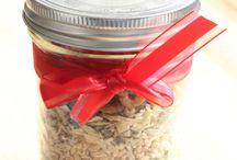 soups in a jar / by Roxanne Leach