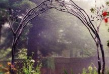 Gardens: Walkways, Gates and Fences / by Susy Morris