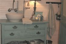 Bathroom Vanities / by Robyn Kauffman