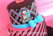 Bolos monster high / by Graziella Brandao