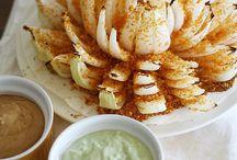 Food : Appetisers, Sides + Snacks / by Hollie Reid