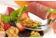 Schmaus für zuhaus'  / Jede Woche gehst du mit HelloFresh auf  einer kulinarischen Entdeckungsreise - von der heimischen bis hin zur internationalen Küche. Eine neue Kochwelt erwartet dich bei HelloFresh!  / by HelloFresh