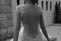 The dress and that whole mess / Wedding dresses, shoes, veils, the works. Vestidos, velos, joyas, zapatos...etc  / by AnGee