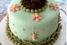 cake decorating / by Jennie Martell
