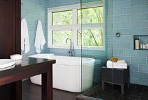 Bathrooms / by Les B