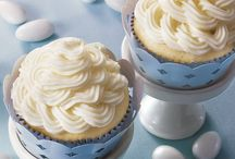 !Love Cakes & Cupcakes / Tutorials and recipes to make your cakes, cupcakes, and cookies pretty as a picture! / by It's Yummi! (Cooking with Chef Bec)