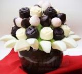 Ovocné Kytice / Ovocné kytice Frutiko jsou jedlé kytice vytvořené z čerstvého ovoce a ovoce namočeného v kvalitní čokoládě. Lahodné ovocné květiny si můžete objednat online a my vám je doručíme po Praze zdarma. Kytice z ovoce jsou originálním dárkem pro každou příležitost. Darujte květiny z ovoce vašim příbuzným, známým, přátelům či kolegům a potěšte je originálním a zdravým dárkem. / by Frutiko