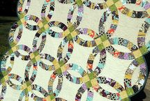 Double Wedding Ring Quilts / by Kelsey Schilling