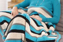 knit/crochet afghans/blankets/throws / by Tina Niesen