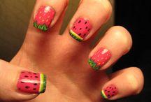 nails / by Sabrina Hubbard