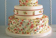 Pretty CAKES  / by Breanna Rebegila