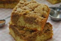 Food: Crumb Cakes / by Sophia Purro