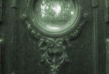 Doors I Adore / by Greta Hansen-Money