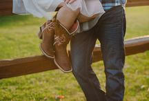 Engagement Photo Ideas / by Savannah Sederlin.