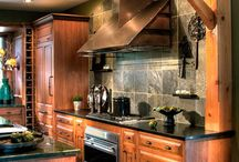 Kitchens / by Tammy Kelln