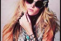 ACCESSOIRES <3 / Lunettes, chaussures, sacs, pochettes, bijoux ...  Les accessoires ont toujours fait rêver les femmes, découvrez les tous en soldes sur Monshowroom.com ! / by MonShowroom.com ♥