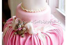 Cakes/cupcakes  / by Shelly Blankenship